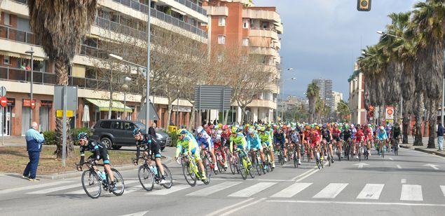 Una edició anterior de la Volta a Catalunya, al seu pas per Mataró