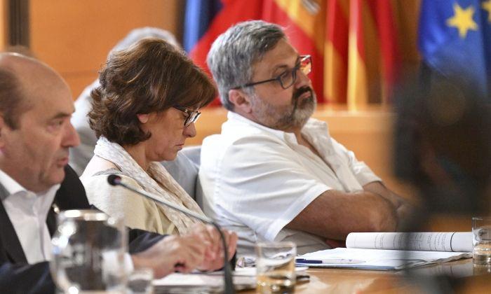 Joaquim Fernàndez i Núria Calpe, del grup municipal de CiU, al ple. Foto: R. G.