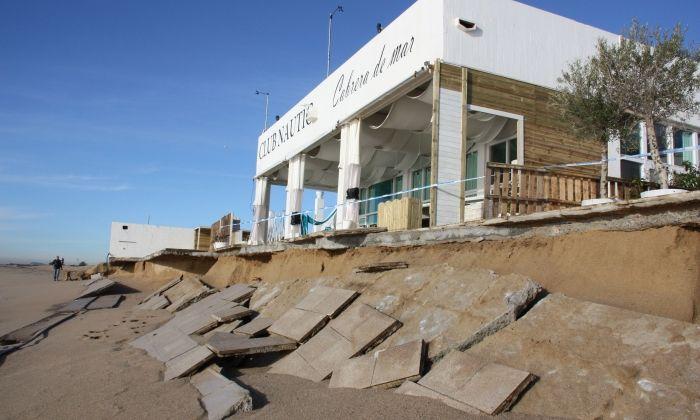 El club nàutic, afectat per un temporal. Foto: ACN