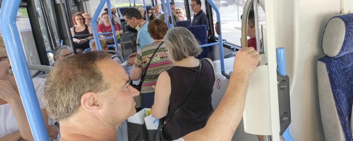 Passatgers al Mataró Bus. Foto: R.Gallofré