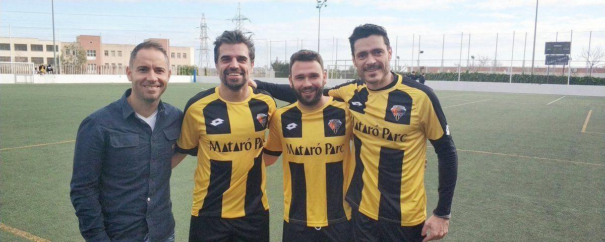 L'entrenador Raúl Monroy amb Kiku, Sauras i l'actual capità Aitor Gonzàlez. Foto: @cemataro