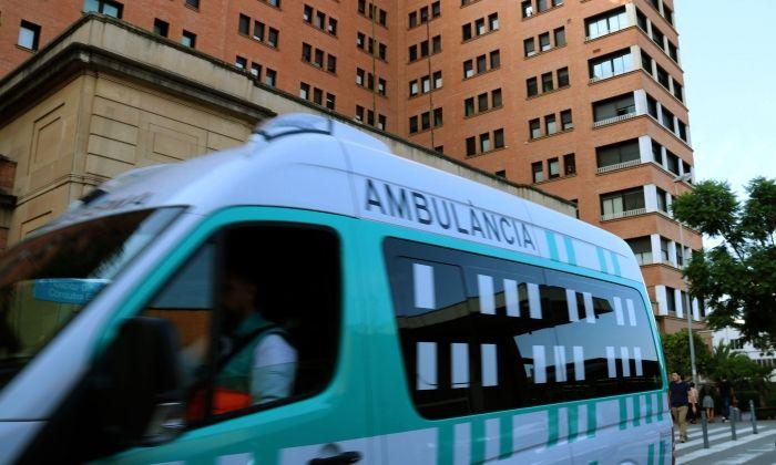 Una ambulància a Vall d'Hebron. Foto: ACN
