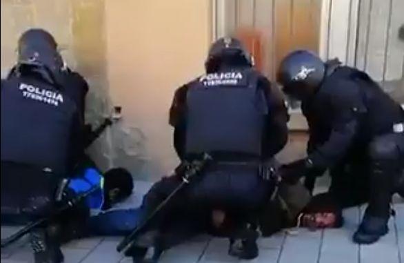 Fragment de vídeo d'un moment de la detenció. Cedit per la PACC