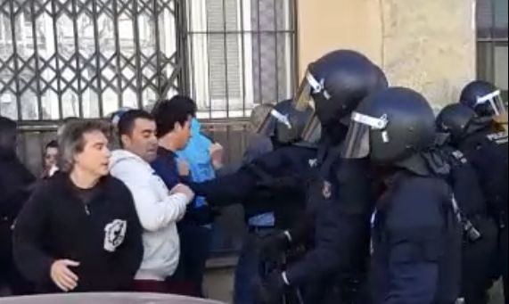 Captura de vídeo de l'actuació policial. Cedit per la PACC