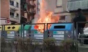 Un dels contenidors que va cremar
