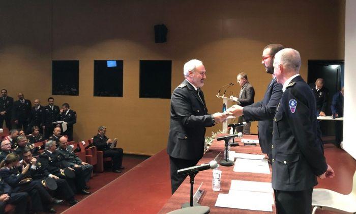 Albert Vilatarsana, cap de la Policia Local de Sant Boi, recull la Medalla al Mèrit Professional. Foto: Ajuntament