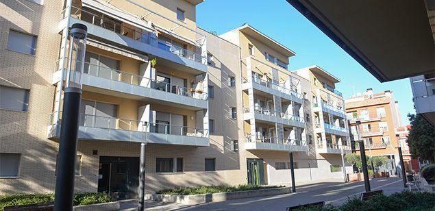 Un bloc de pisos a la comarca.