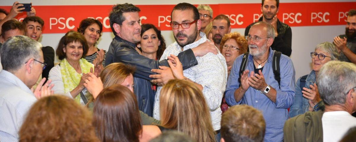 Bote, celebrant la victòria a les eleccions. Foto: R. G.
