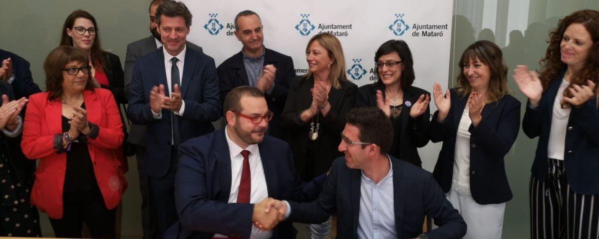 Signatura de l'acord entre PSC i En Comú Podem. Foto: R. Gallofré