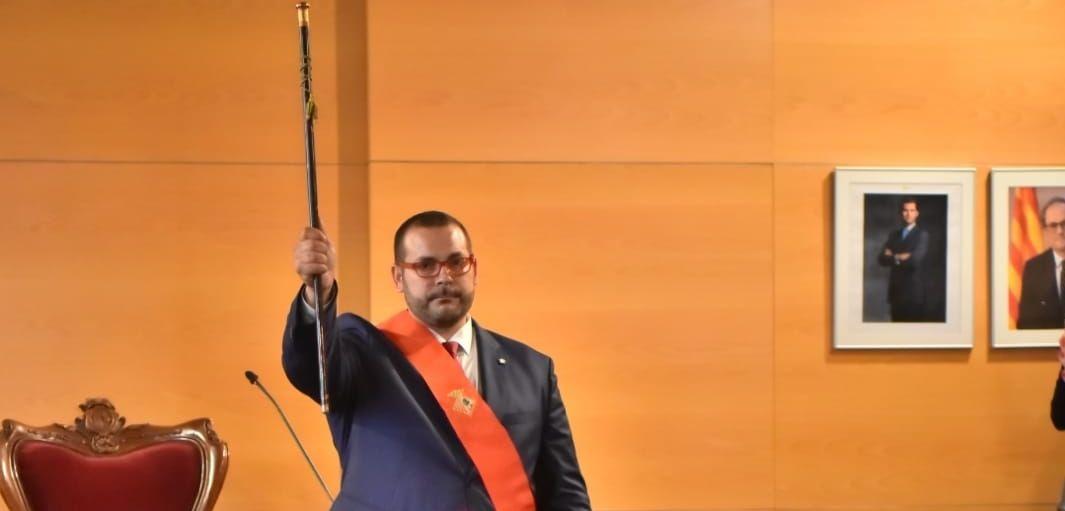 David Bote, amb la vara d'alcalde. Foto: R. G.