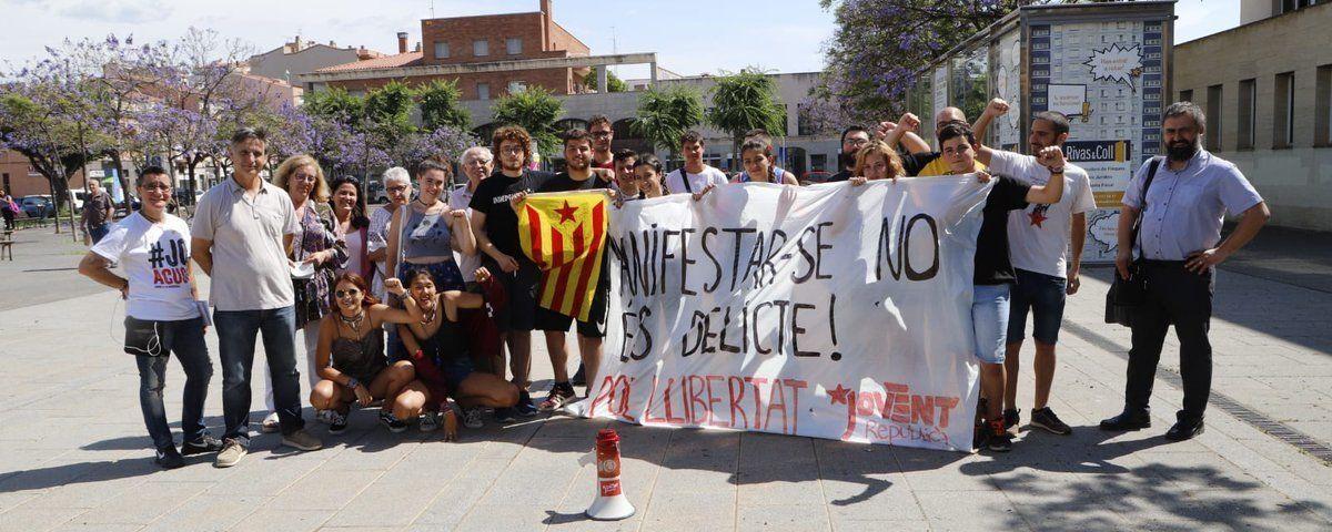 Manifestació davant dels jutjats. Foto: Jovent Republicà
