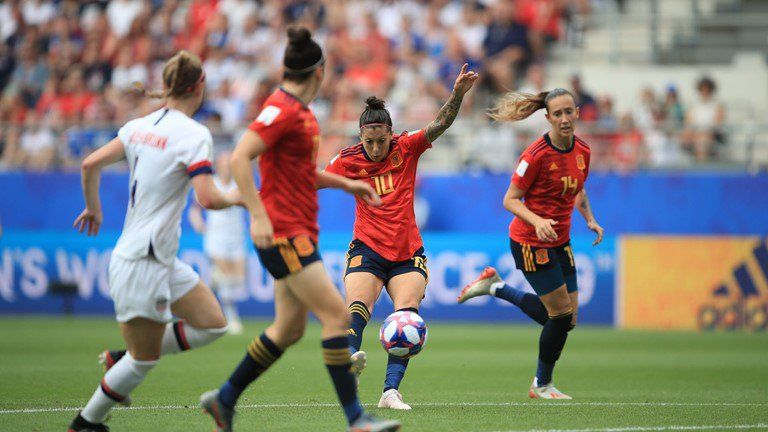 Jennifer Hermoso en el moment de fer el gol. Foto: rfef.