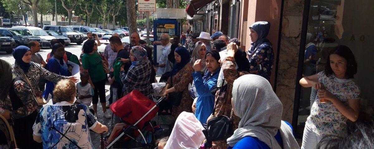 Concentració de la PAH i de veïns contra el desnonament. Foto: PAH