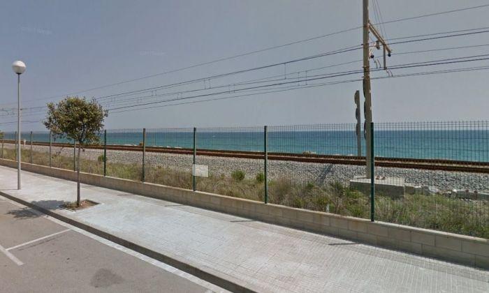 El pas de les vies per Cabrera de Mar, al punt aproximat on va tenir lloc l'accident. Foto: Google Maps