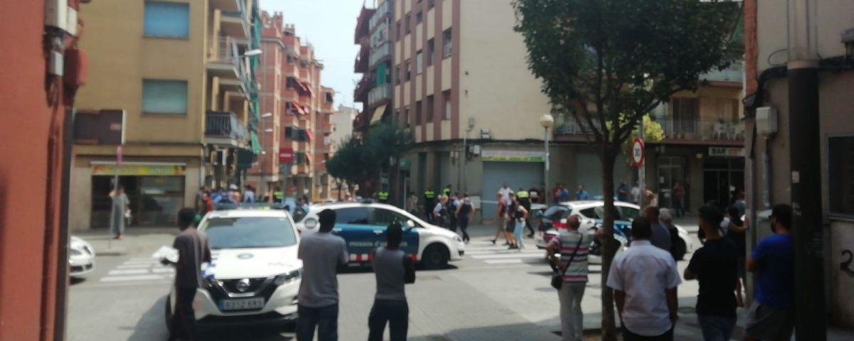 Dispositiu policial al carrer Poeta Punsola. Foto: cedida