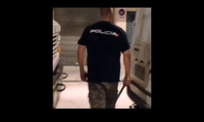 Captura de vídeo on es veu un dels presumptes autors dels fets