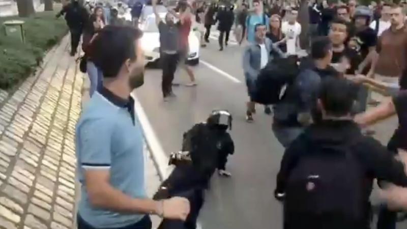 Captura de vídeo que mostra l'agressió