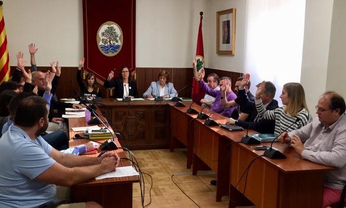 El Ple de l'Ajuntament d'Arenys de Mar aprovant la moció de rebuig