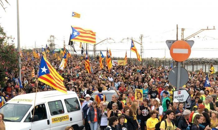 Marxa per l'N-II al Maresme. Foto: Anonymous Catalonia