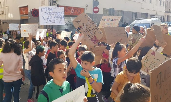 Manifestació dels alumnes de l'escola. Foto: Escola Camí del Cros