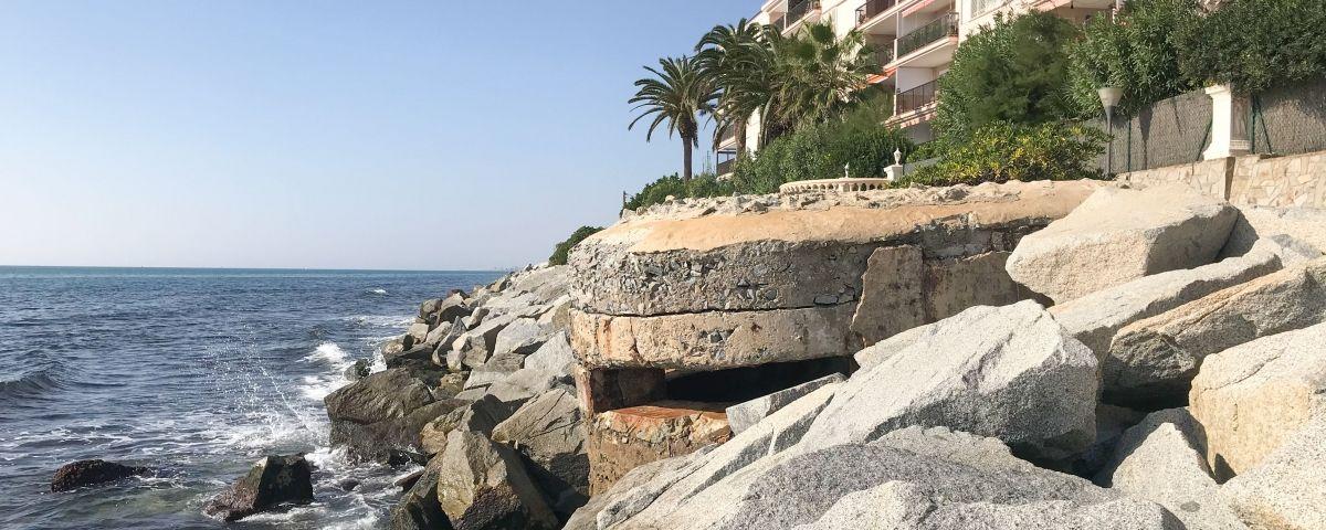 Un dels búnquers a la costa del Maresme. Foto: R.Gallofré