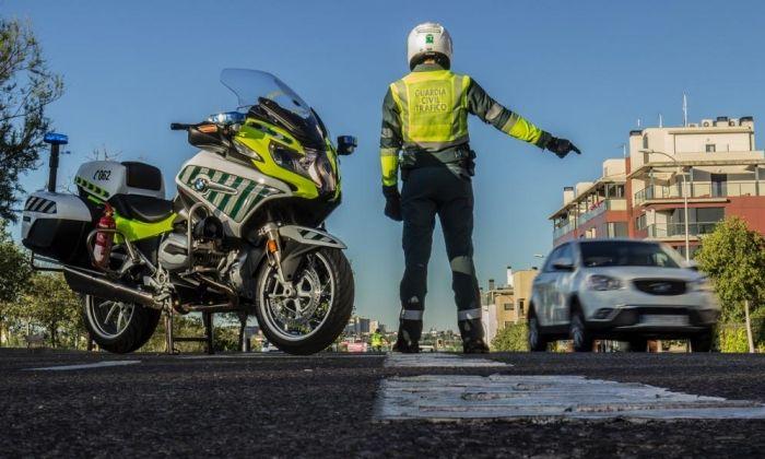 Guàrdia Civil en tasques de control de trànsit. Foto: Guardia Civil