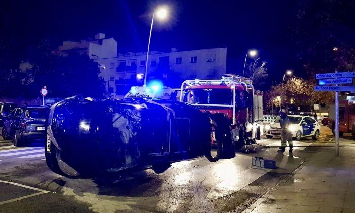 El cotxe accidentat a l'entrada d'Argentona. Foto: cedida