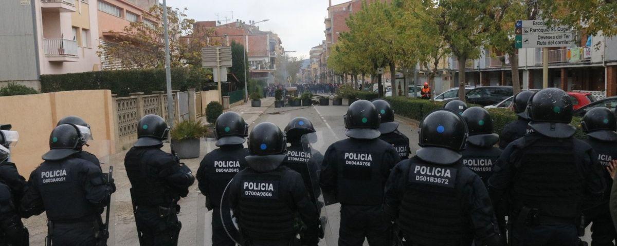 Acció policial durant els aldarulls posteriors al tall. Foto: ACN
