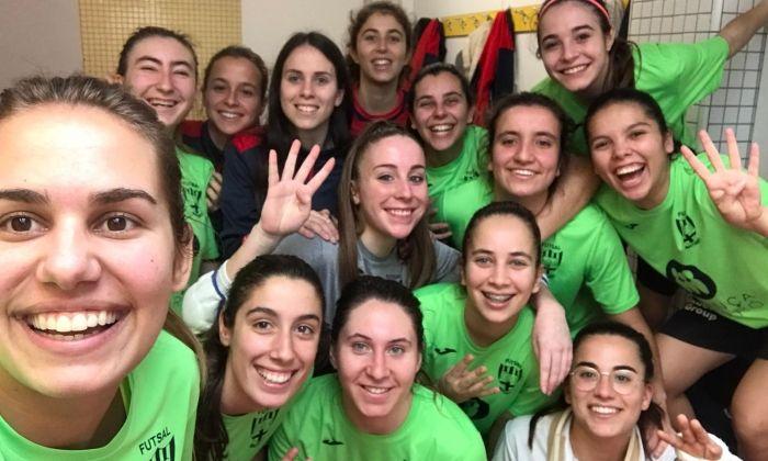 Les jugadores del Futsal celebren el triomf.