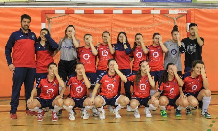 El Futsal Aliança Mataró recordant la campanya a favor de visibilitzar l'esport femení. Si no el veus, t'estàs perdent la meitat de l'espectacle.