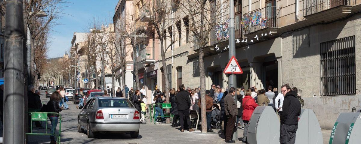 Imatge de la Riera a la sortida dels nens de l'escola.