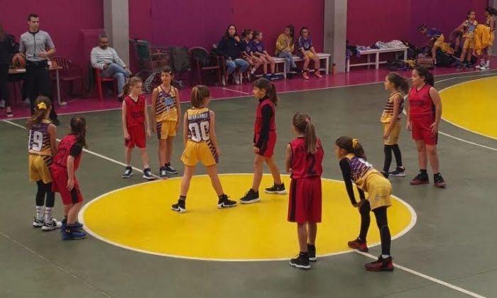 Un partit de base entre els dos equips. Foto: Femení Maresme (TwitteR)