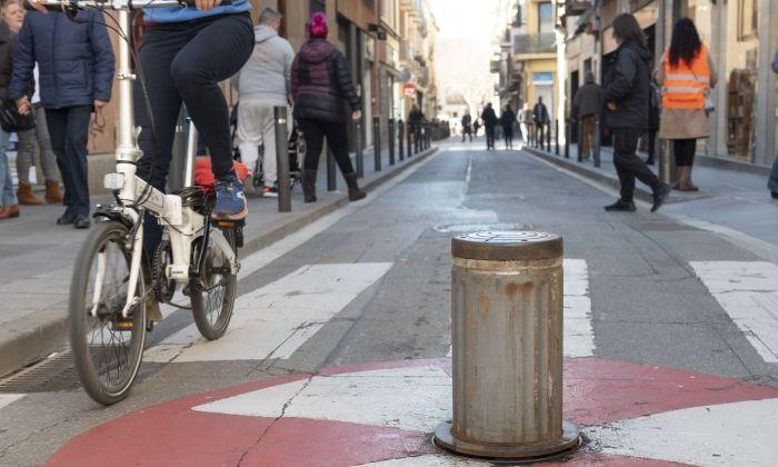 Pilona al carrer Sant Josep, de restricció d'entrada a La Riera