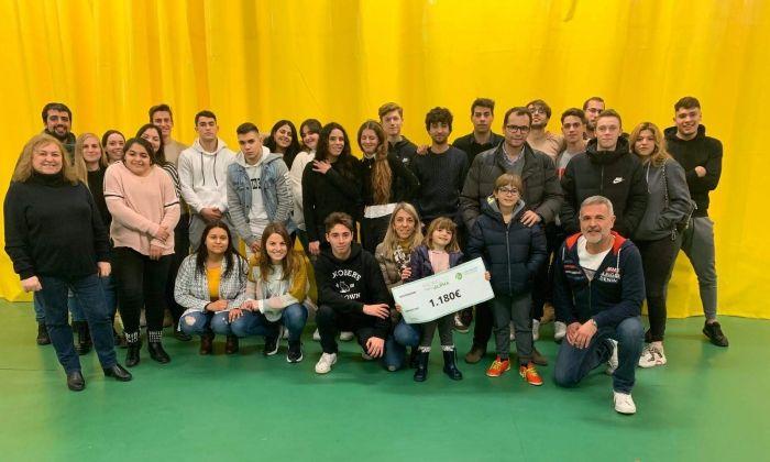 La recaptació final dels alumnes pel Proyecto Alpha. Foto: Escola Pia