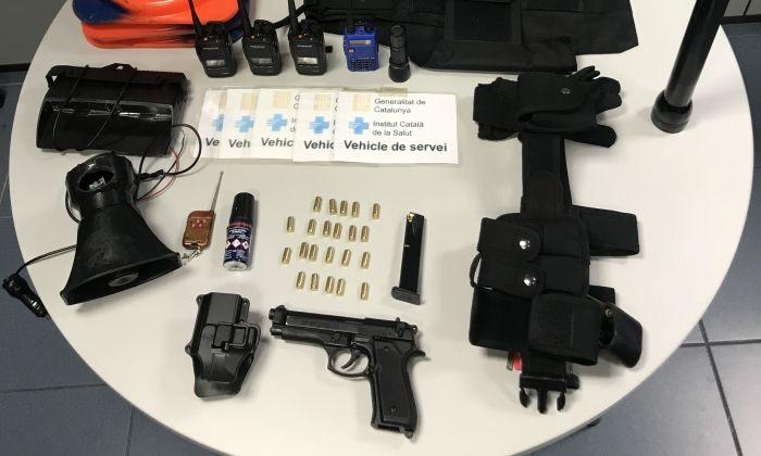 Material que portava el fals policia. Foto: Mossos d'Esquadra