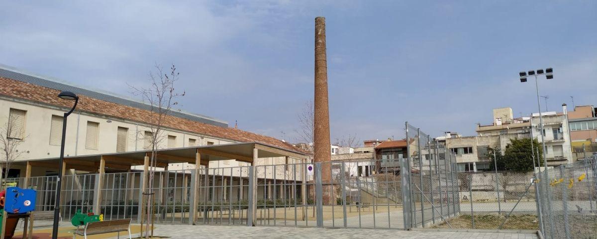 L'escola Angeleta Ferrer, totalment buida a l'hora habitual de sortida dels infants. Fotos. V. B.