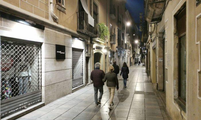 El carrer Barcelona, dissabte dia 14 al vespre. Foto: R. Gallofré
