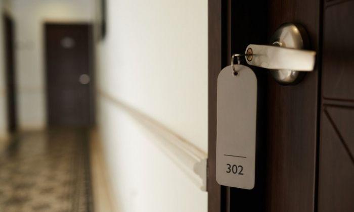 Una habitació d'hotel tancada