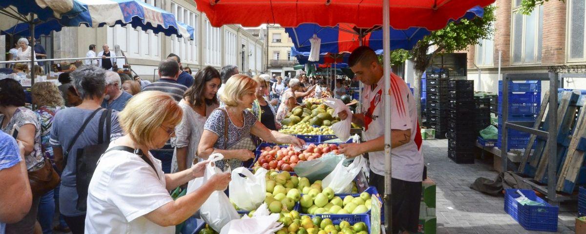 El mercat no sedentari de Plaça de Cuba. Foto: Joan G.Jané