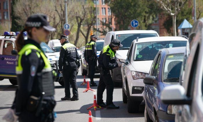 Control policial pel confinament a Mataró. Foto: R.Gallofré