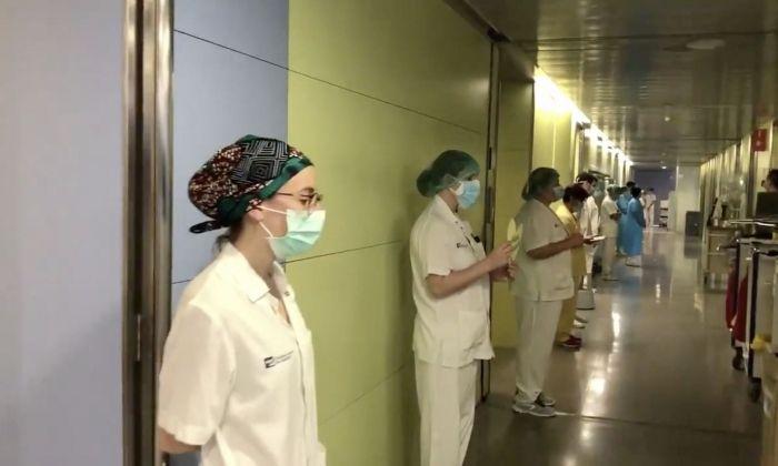 Minut de silenci a l'Hospital de Mataró.