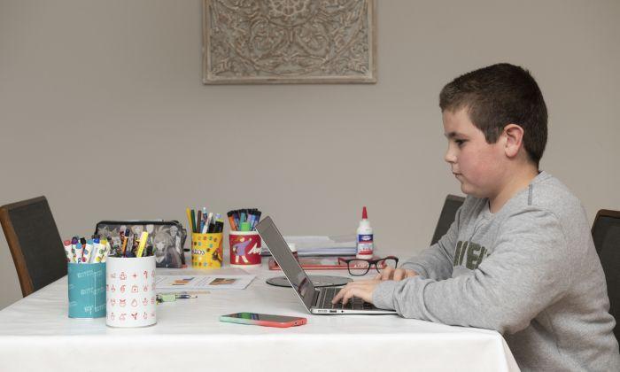 Els infants i adolescents hauran d'acabar el curs a casa. Foto: R. G.