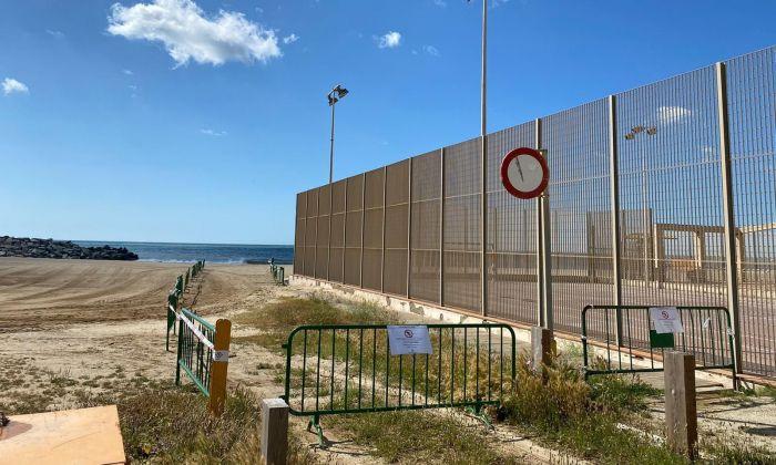 L'accés al Varador de Mataró, tancat com la resta de platges