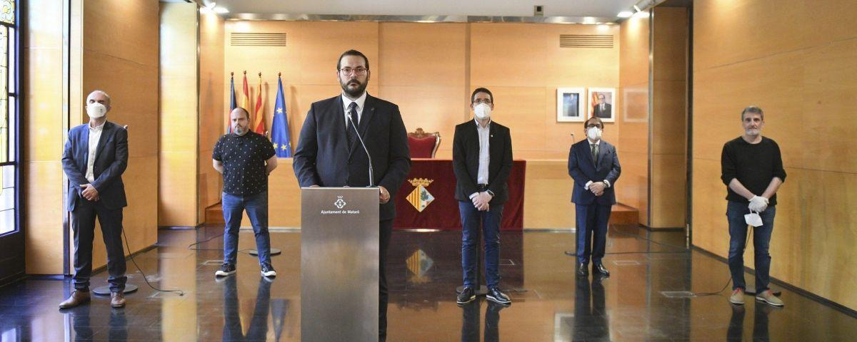 L'alcalde, David Bote, i el segon tinent d'alcalde, Sergi Morales, amb els representants de FAGEM, PIMEC, UGT i CCOO. Foto: Romuald Gallofré / Ajuntament