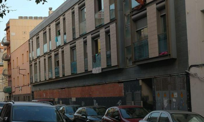 Ocupes al bloc de pisos al carrer Jaume I del barri de Cerdanyola de Mataró. Foto: AV Cerdanyola